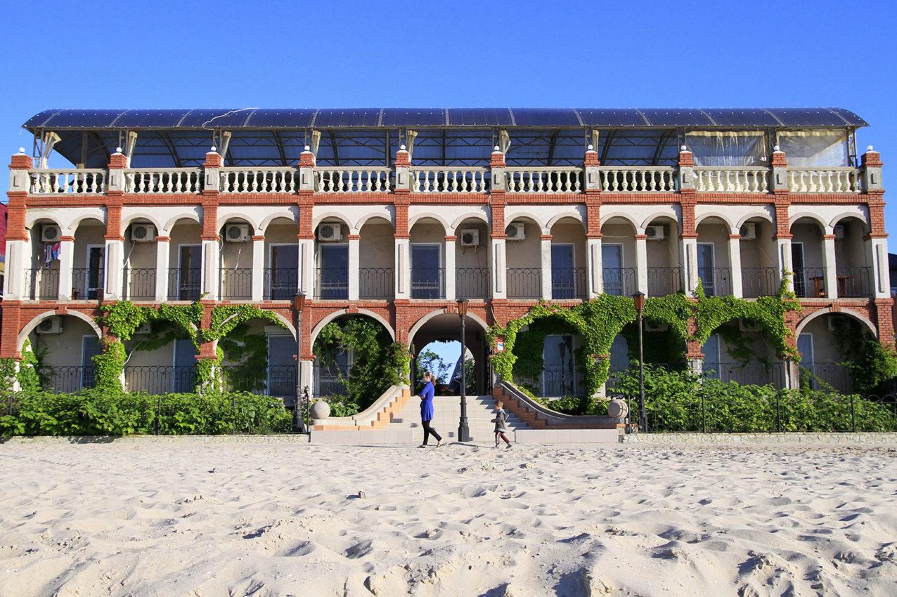 Вид с пляжа на корпус 1